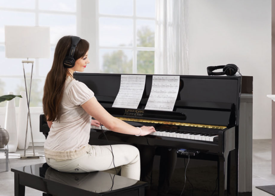 Model am PianoDisc-Klavier mit QuiteTime Silent-System