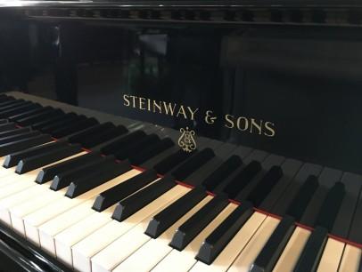 Steinway & Sons O 180 von 1925 in Schwarz glänzend