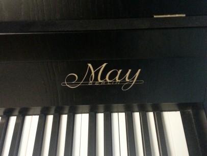 May 104 von 1900 in Schwarz matt